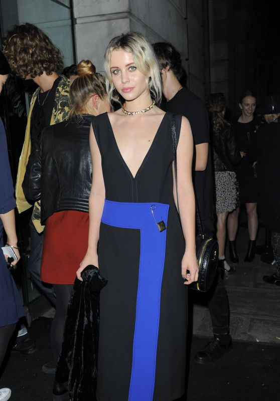 Billie JD Porter - Versus Show - London Fashion Week, September 2015