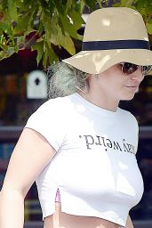 Britney Spears - Grocery Shopping at Vons in Westlake Village - September 2015
