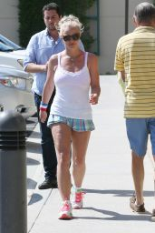 Britney Spears - Out in Calabasas, September 2015