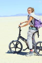Cara Delevingne - 2015 Burning Man Festival in Black Rock City, Nevada