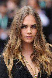 Cara Delevingne - Burberry Womenswear Spring/Summer 2016 Show in London Fashion Week