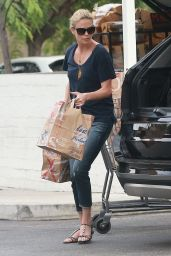 Charlize Theron Shopping at Bristol Farms in Los Angeles, September 2015