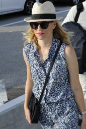 Elizabeth Banks Arrives at the Lido for the 72nd Venice Film Festival