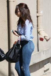 Elizabeth Gillies Booty in Jeans - Arriving at Jimmy Kimmel Live! in Hollywood, September 2015