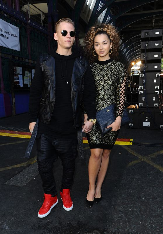 Ella Eyre – Julien MacDonald Spring/Summer 2016 Collection, London Fashion Week