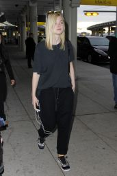 Elle Fanning Airport Style - Pearson International Airport in Toronto, September 2015