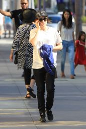 Ellen Page Casual Style - Out in LA, September 2015