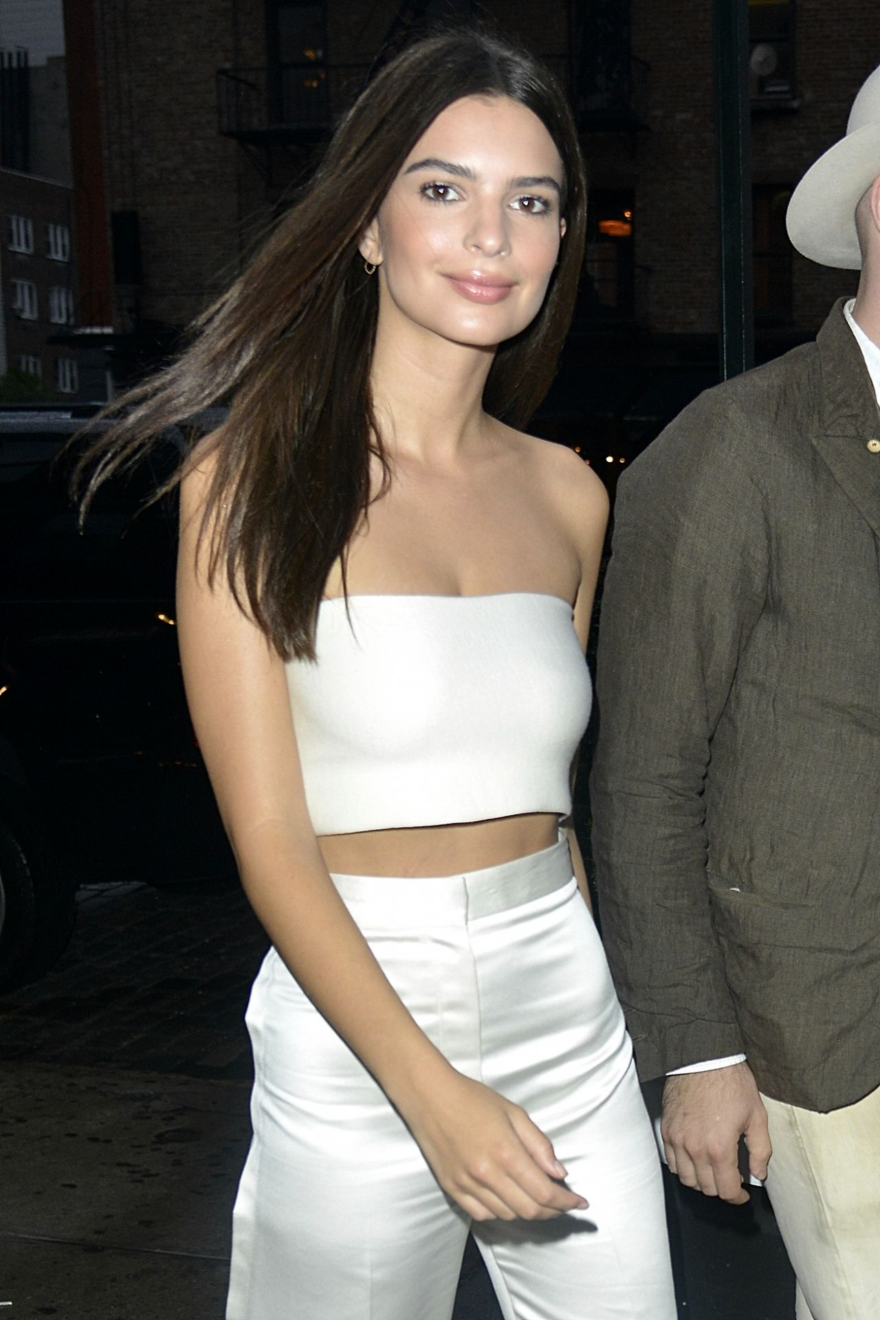 Emily Ratajkowski Style – Out in New York City, September 2015
