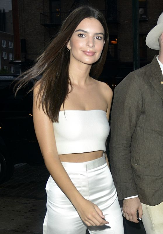 Emily Ratajkowski Style - Out in New York City, September 2015