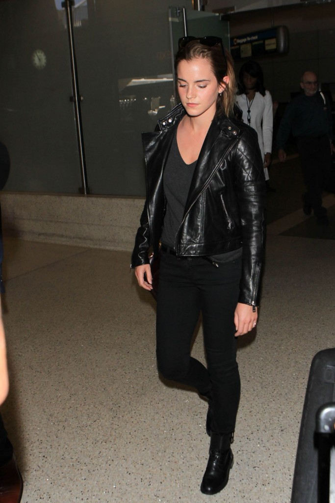 emma-watson-airport-style-at-lax-airport-september-2015_2