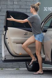 Gisele Bundchen Booty in Shorts - TB12 Sports Therapy Center in Foxborough