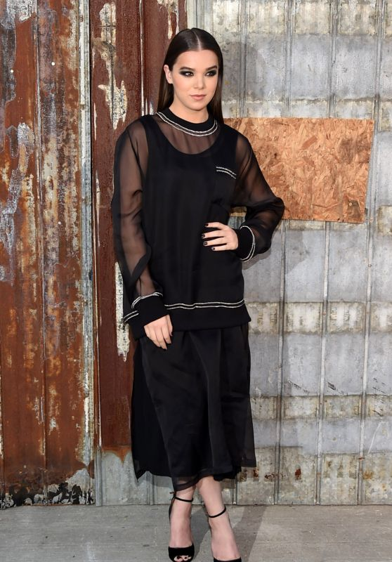 Hailee Steinfeld - Givenchy Show at Spring 2016 New York Fashion Week