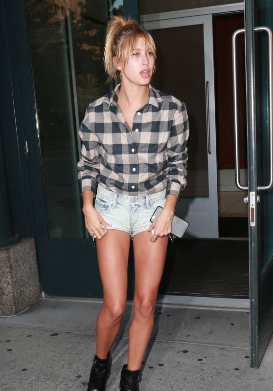 Hailey Baldwin - Out in NYC, September 2015
