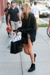 Hailey Baldwin Shopping in New York City, August 2015
