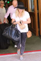 Hilary Duff Leaving a Doctor