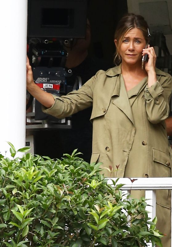 Jennifer Aniston - Set of Mother