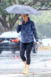 Jennifer Garner in Leggings - Braves the Hard Rain in Brentwood - September 2015