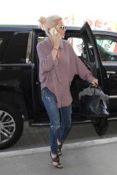 Jenny McCarthy Airport Style - at LAX, September 2015