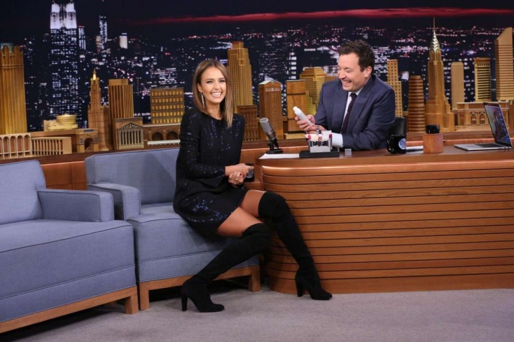 jessica-alba-in-knee-high-hoots-jimmy-fallon-show-in-nyc-september-2015_4