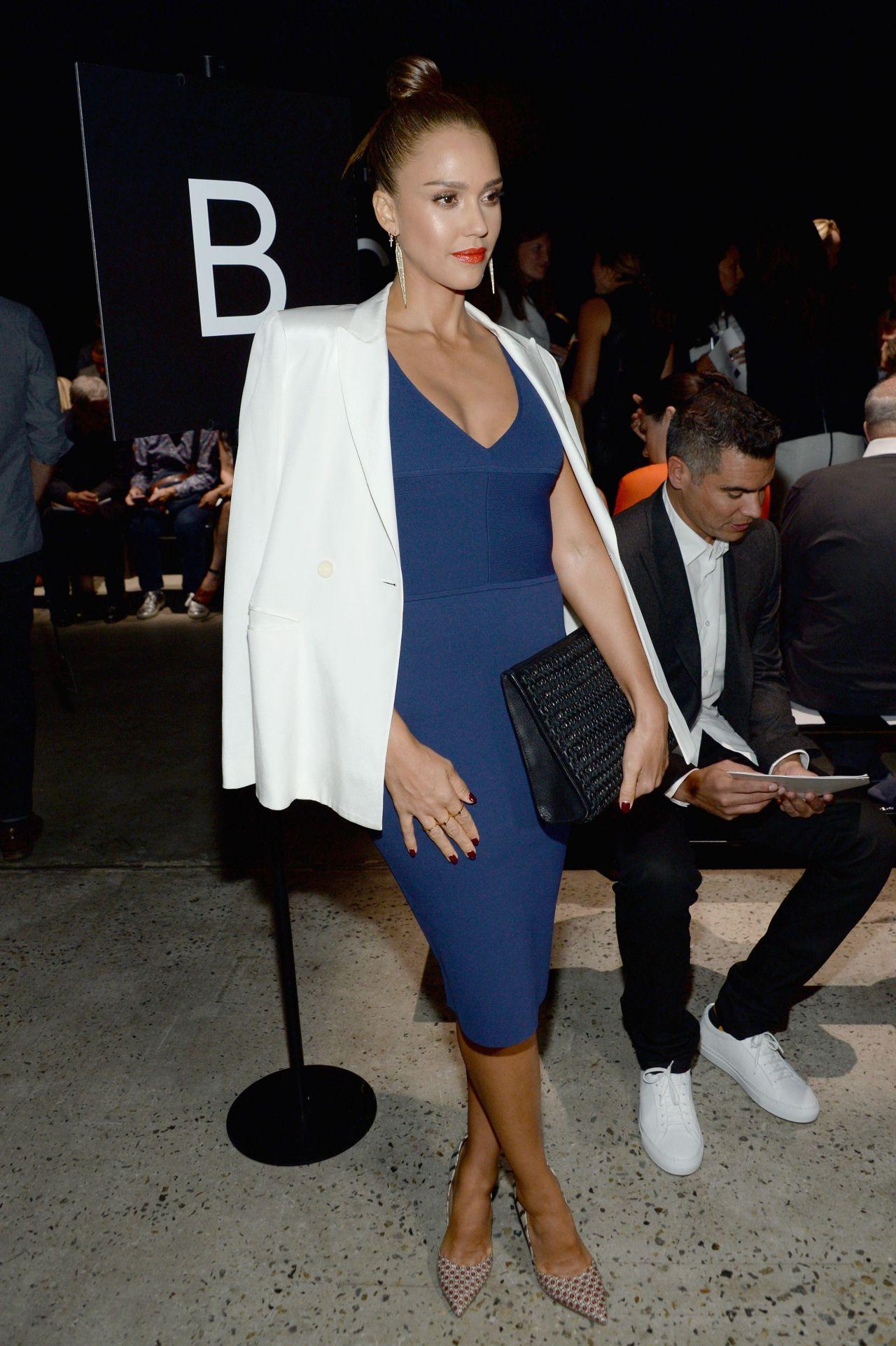 Jessica alba fashion show 40