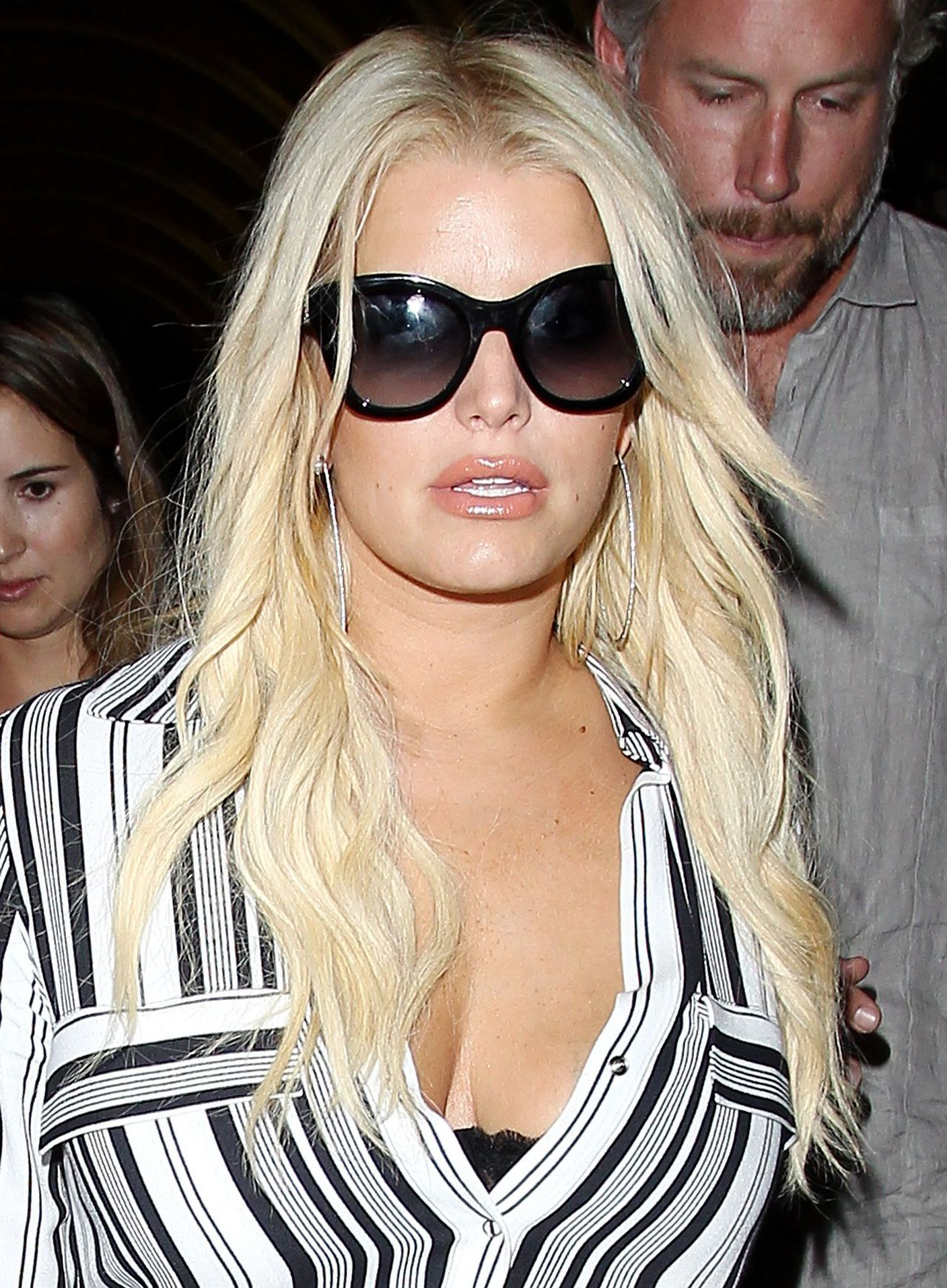 26bdecb3d3b3 Jessica Simpson Airport Style - at LAX Airport in Los Angeles ...