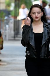 Joey King - Set of