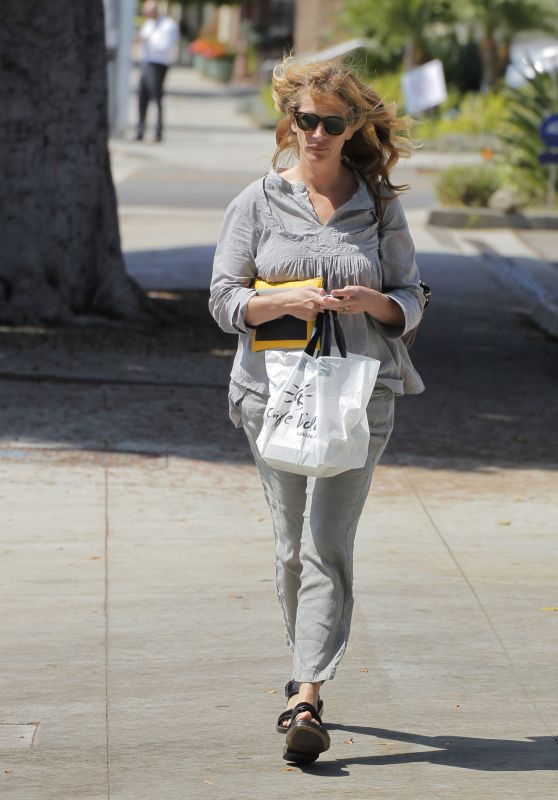 Julia Roberts Casual Style - Out in Los Angeles, September 2015