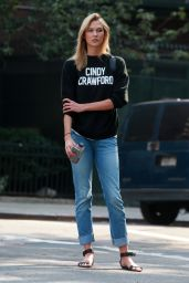Karlie Kloss Street Style - New York City, September 2015