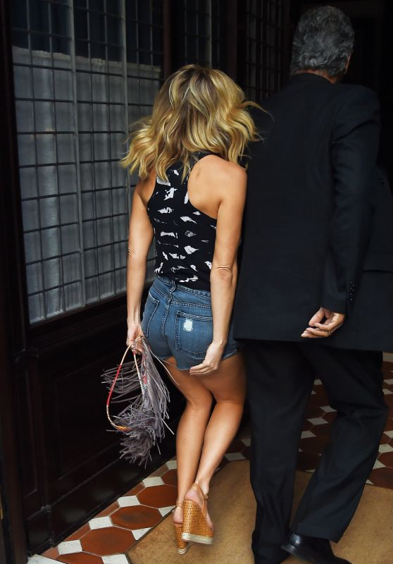 Kate Hudson Booty in Shorts - Out in NYC, September 2015