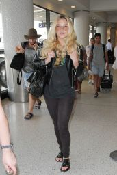 Kesha at LAX Airport, September 2015