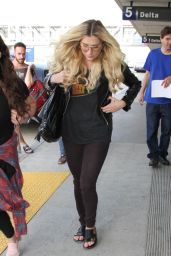 Kesha at LAX Airport, September 2015