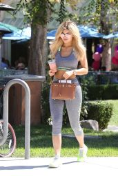 Kylie Jenner Booty in Spandex Grabbing a Smoothie in Los Angeles