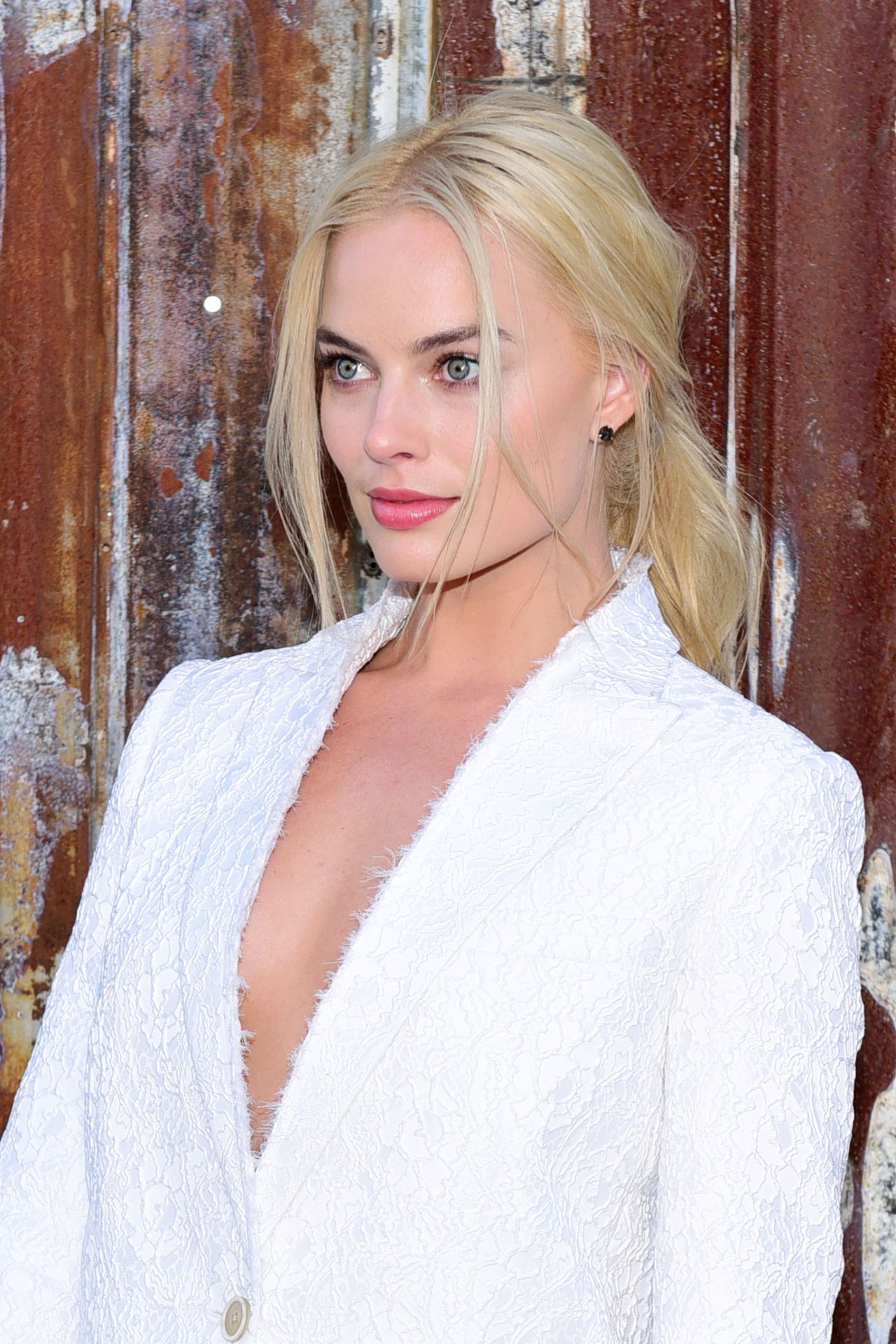 Margot Robbie Givenchy Spring 2016 Fashion Show At New