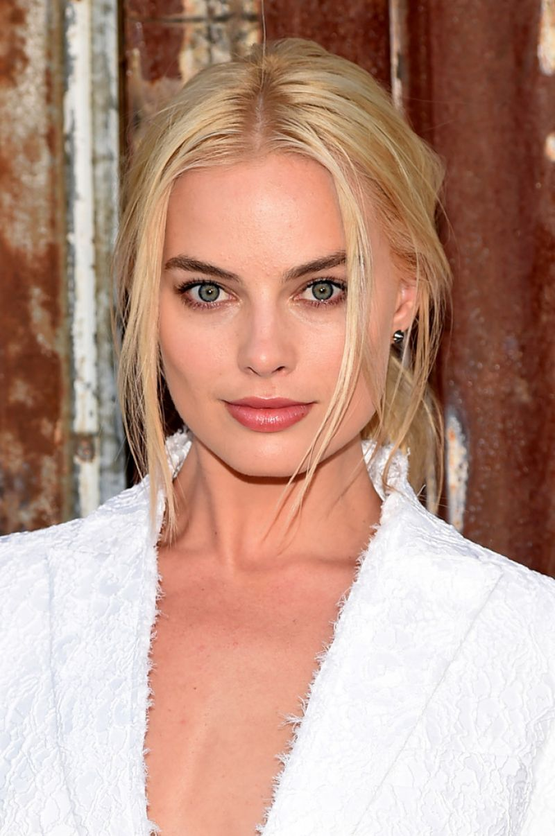 Margot Robbie – Givenchy Spring 2016 Fashion Show at New York Fashion Week