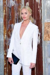 Margot Robbie - Givenchy Spring 2016 Fashion Show at New York Fashion Week