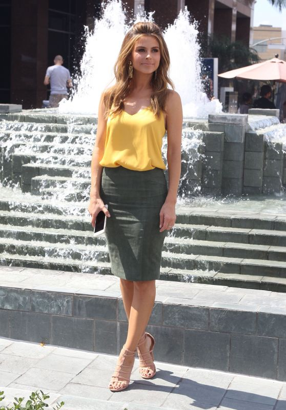 Maria Menounos on the Set of E! News, September 2015