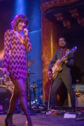 Mary Elizabeth Winstead - Performing With Her Band