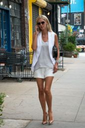 Nicky Hilton Stops to Pick up Her Dry Cleaning in New York, September 2015