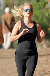 Reese Witherspoon Jogging in Santa Monica, September 2015