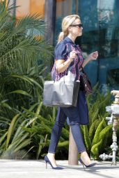 Reese Witherspoon Shopping in Beverly Hills, September 2015
