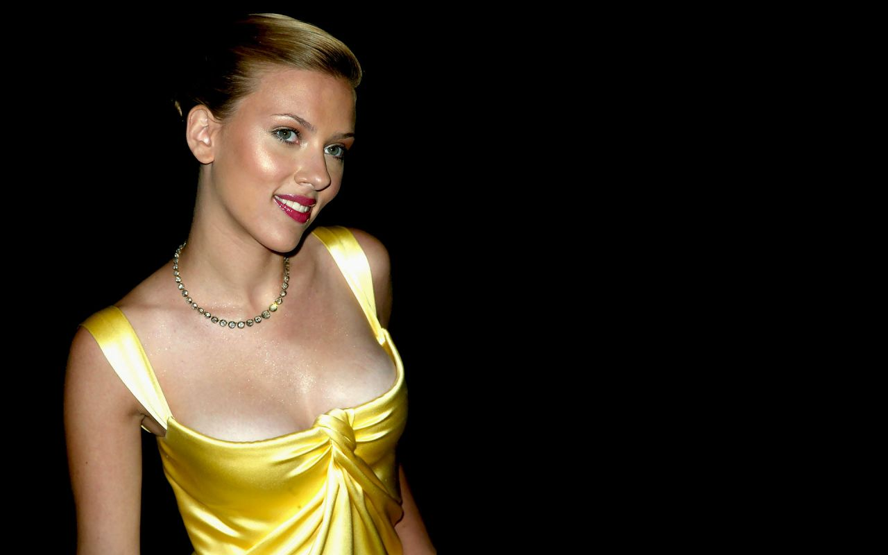 Scarlett Johansson Wallpaper: Celebrity Wallpapers