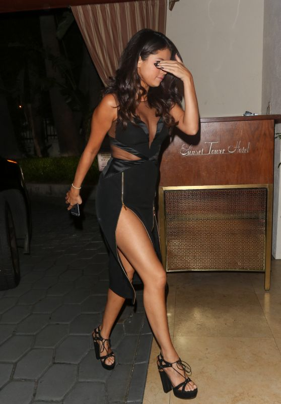 Selena Gomez Leggy Entering Sunset Tower Hotel LA, August 2015