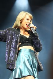 Taylor Swift Performs at 1989 Tour in Colombus Ohio, September 2015