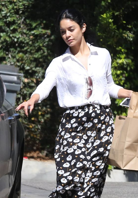 Vanessa Hudgens - Shopping in LA, September 2015