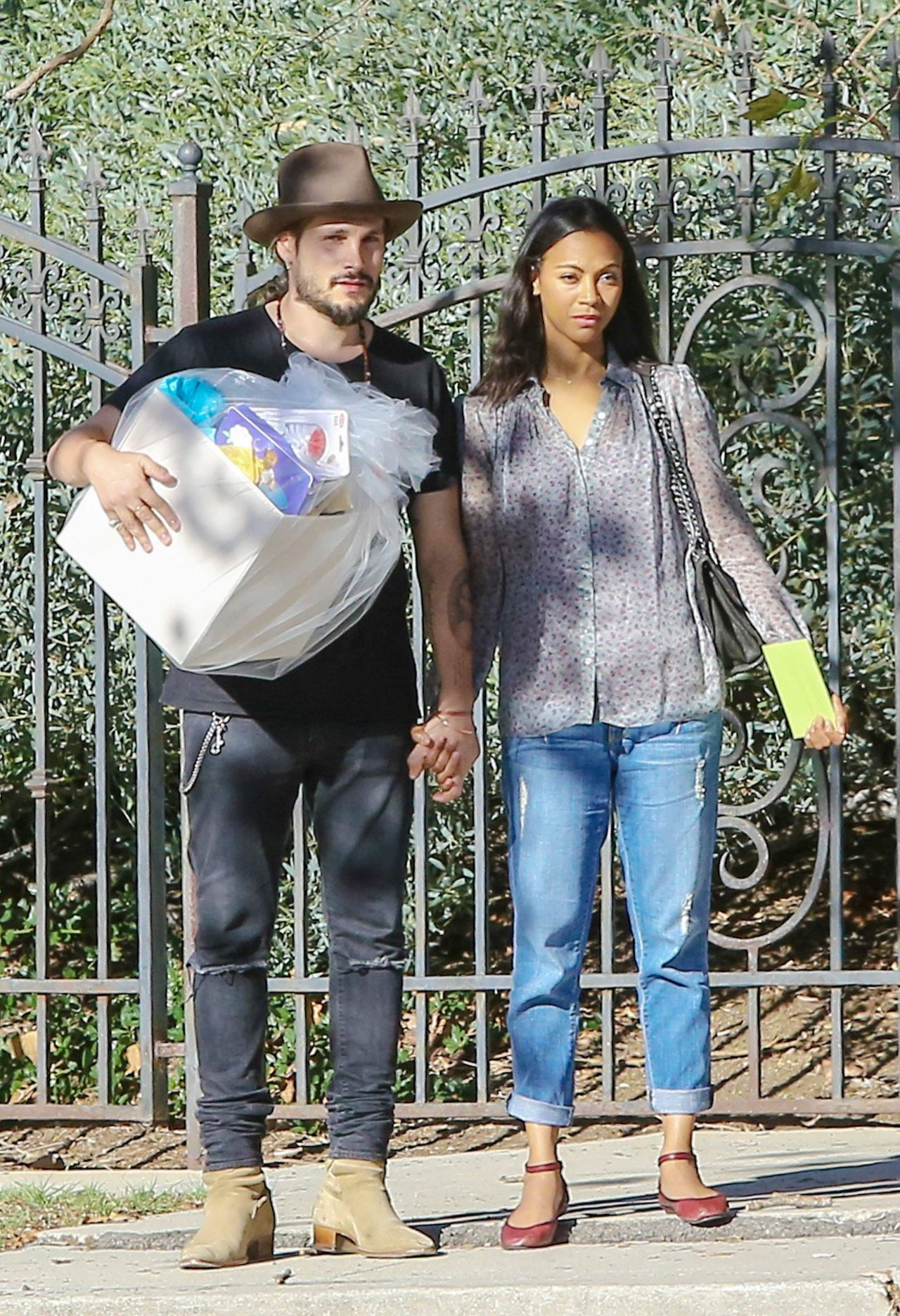 Zoe Saldana Arrives At Her Friends Baby Shower In