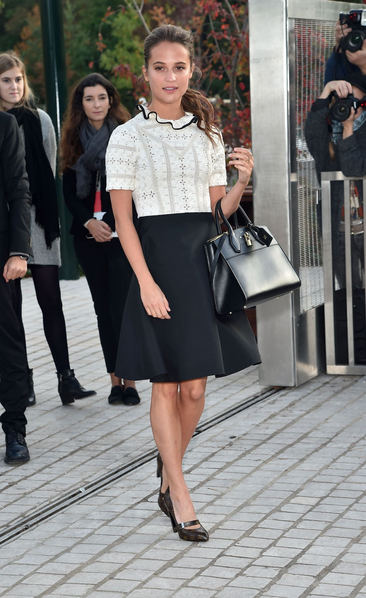 Alicia Vikander – Louis Vuitton Fashion Show – Paris ...