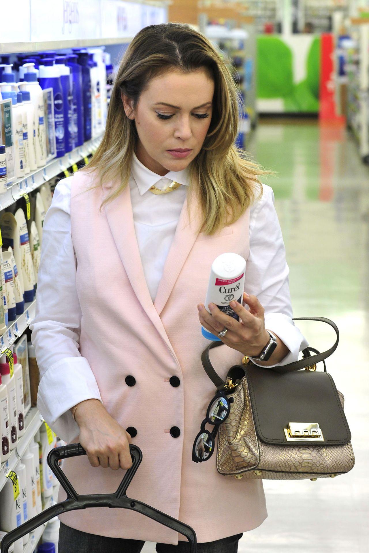 Alyssa milano shopping in los angeles october 2015 for Milano shop