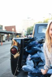 AnnaSophia Robb - Madewell Denim Recycling Drive in New York City
