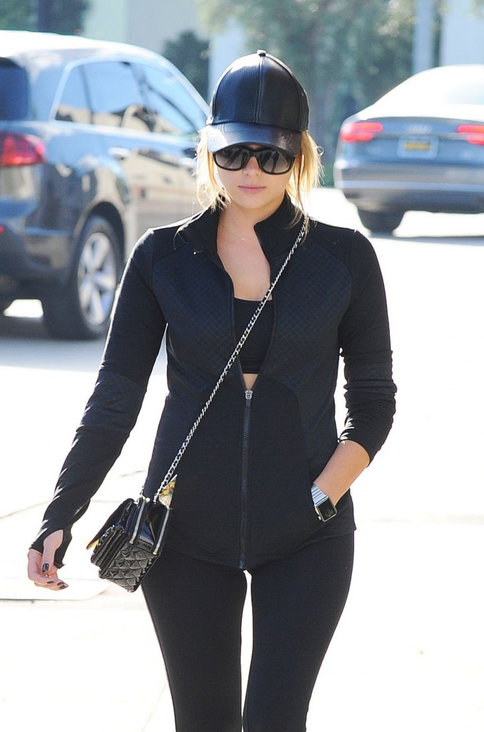 ashley-benson-in-leggigns-out-in-los-angeles-october-2015_5