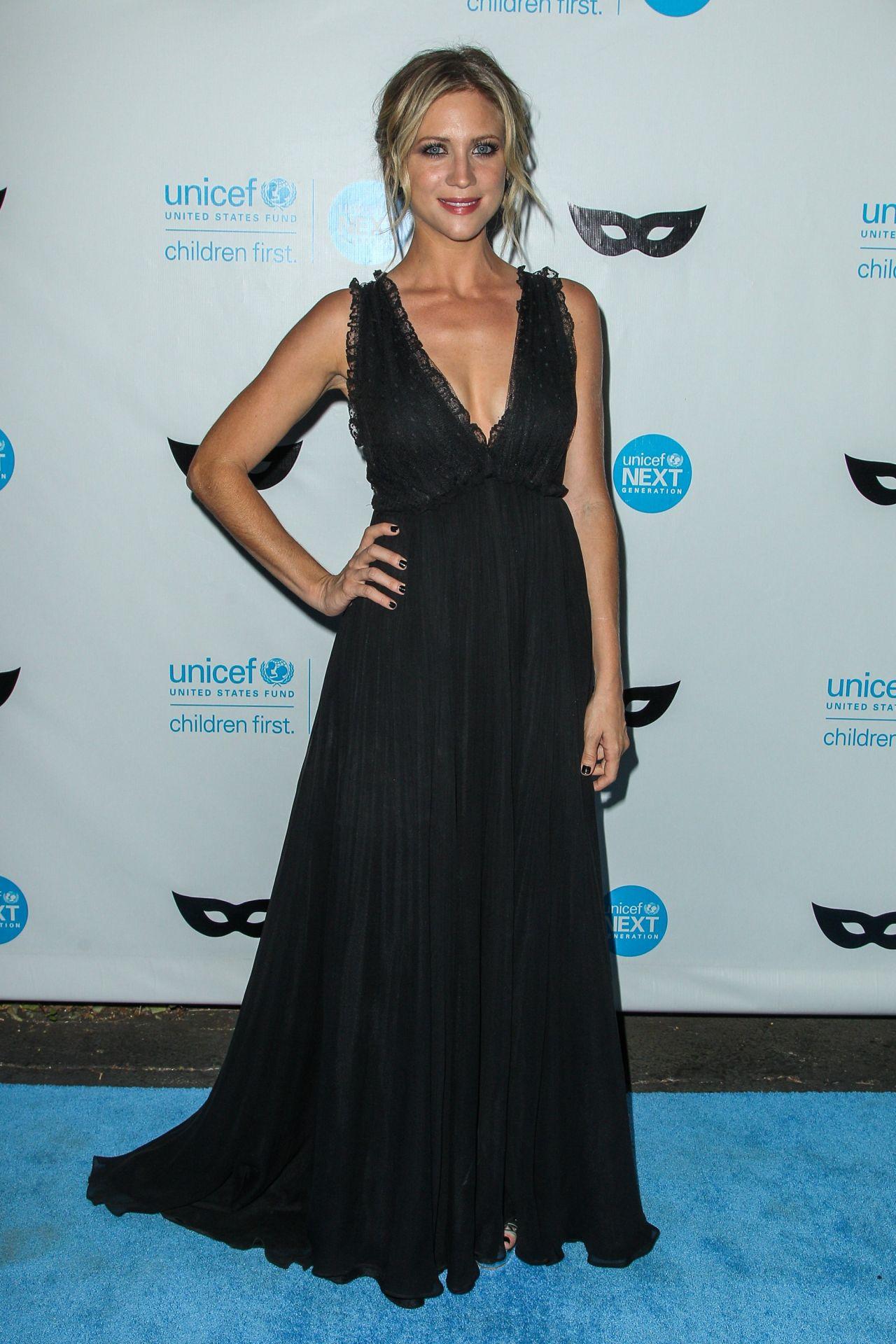 Snow – 2015 UNICEF Black & White Masquerade Ball in Los Angeles